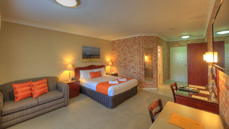 Executive Spa Suite Executive Spa Suite - Endeavour Court Motor Inn Dubbo NSW