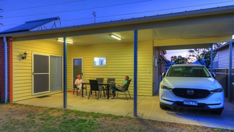 Outdoor Area - Cottage - Endeavour Court Motor Inn Dubbo NSW