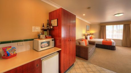 Queen Deluxe  - Endeavour Court Motor Inn Dubbo NSW